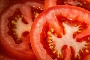 Une tomate coupée